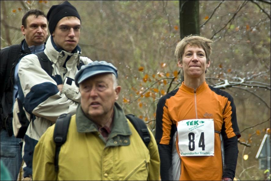Christiane Pilz (84) sowie Herr Greifenhagen (Senior) mit blauer Mütze
